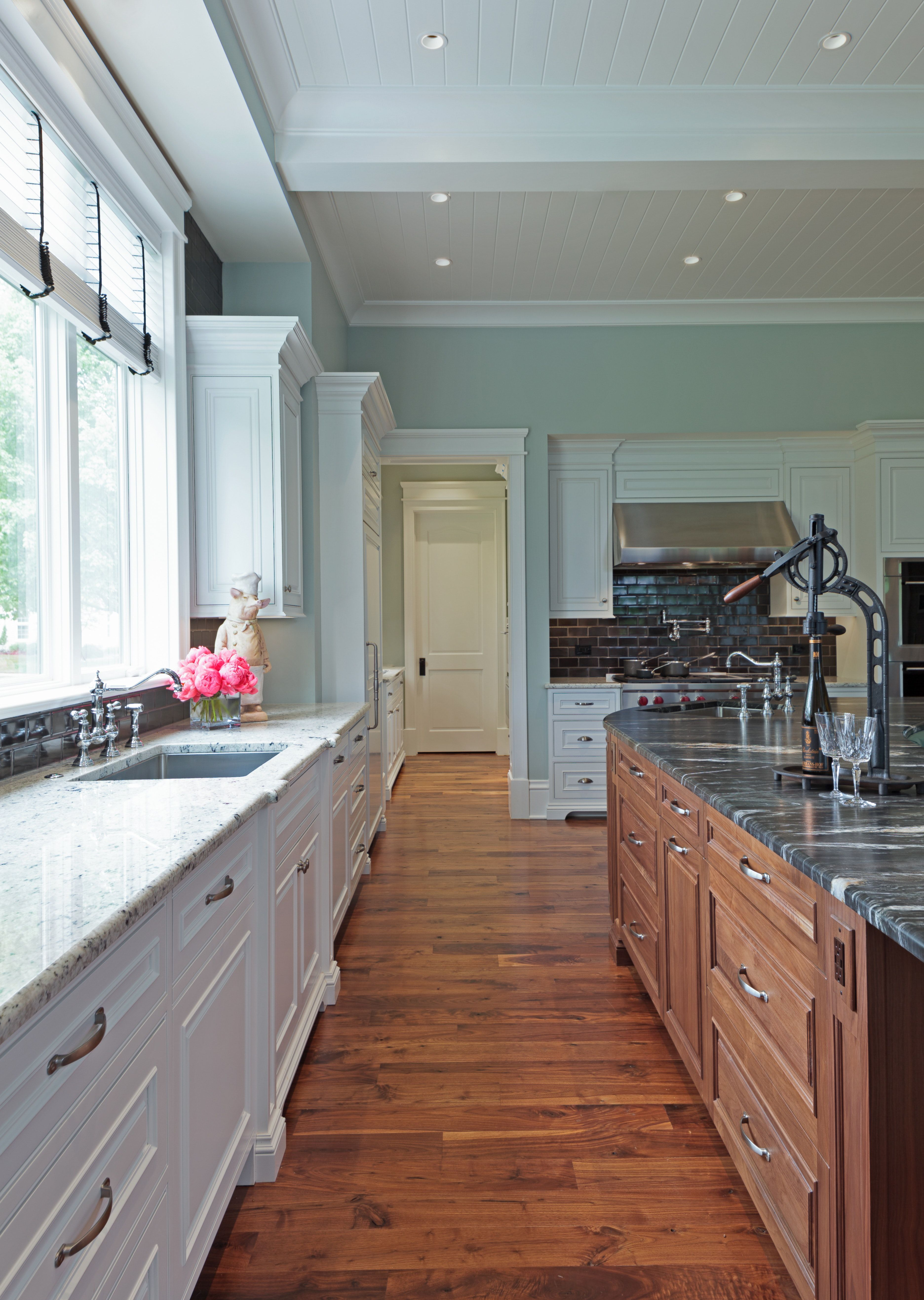Curved Kitchen Island, Curved