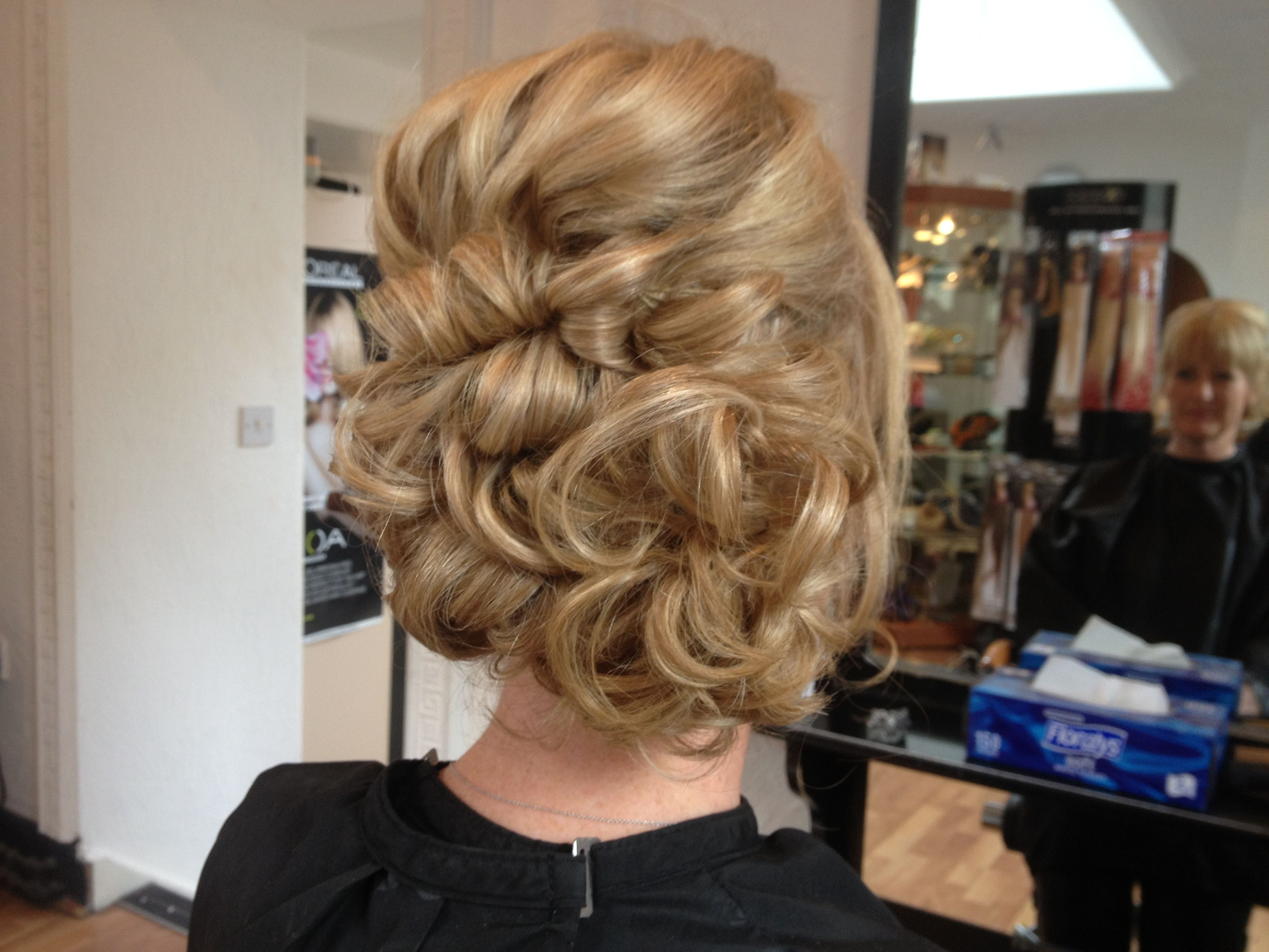 Pinned Up Curls On Mid Length Hair Hair Looks Pretty Hairstyles Hair