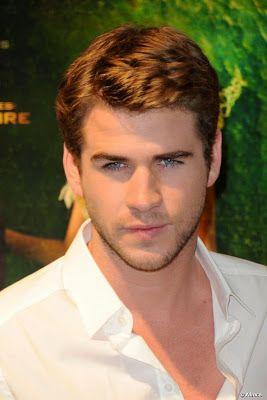 cotibluemos: Liam Hemsworth, paseando con amigos