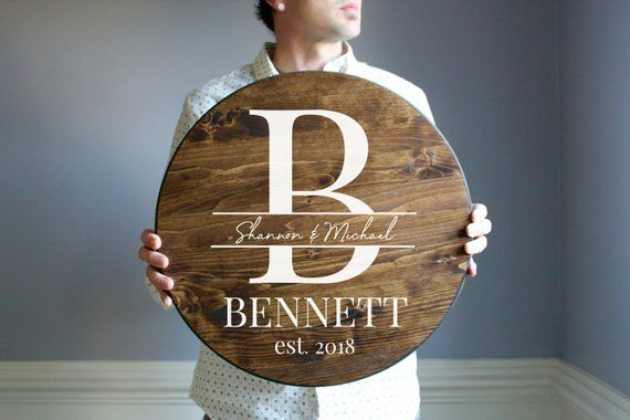 Personalized Wooden Sign, Round Wood Sign, Last Name Sign, Wedding Gift, Personalized Wedding Gift for Newlyweds, Wedding Gifts for Couple #personalizedwedding