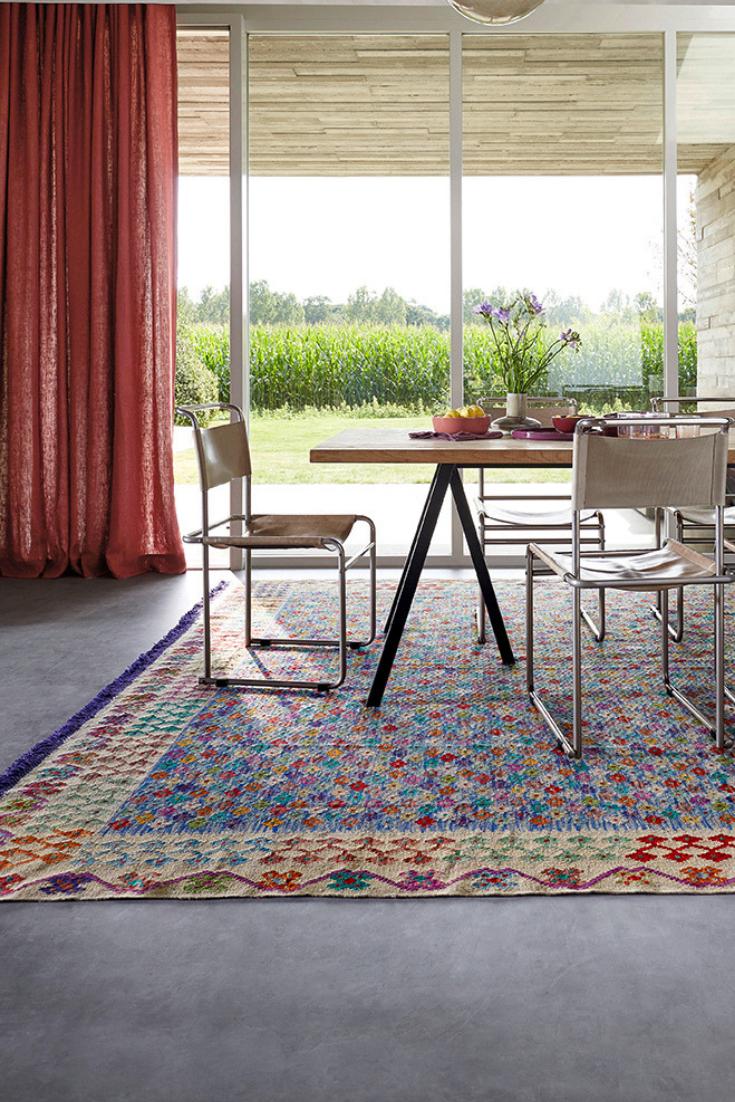 un tapis d orient unique et colore pour