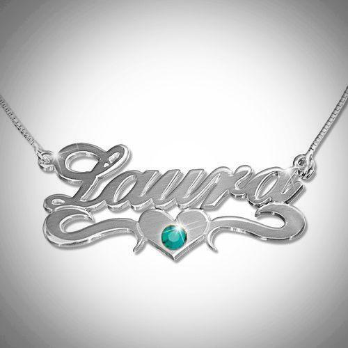 Hopeinen nimikoru sydämellä ja valitsemallasi Swarovskin kristallilla.  #samaskoru #nimikoru #kaulakoru #swarovski