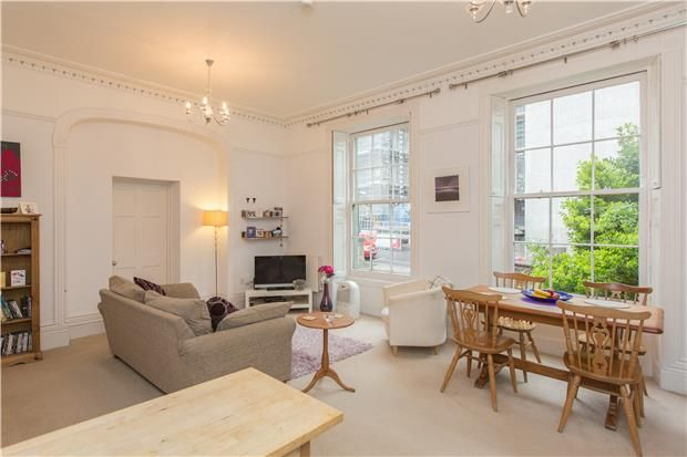 A two bedroom apartment located in Clifton. Ideally ...