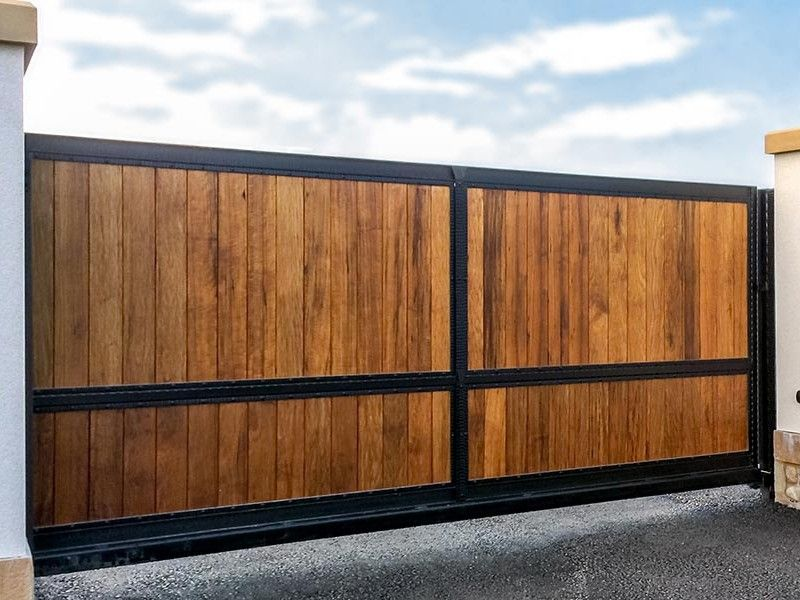 Wooden Driveway Gates with solid metal frame. North Valley ...