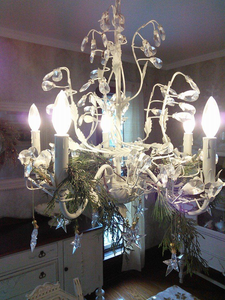 Christmas In the Country: chandelier