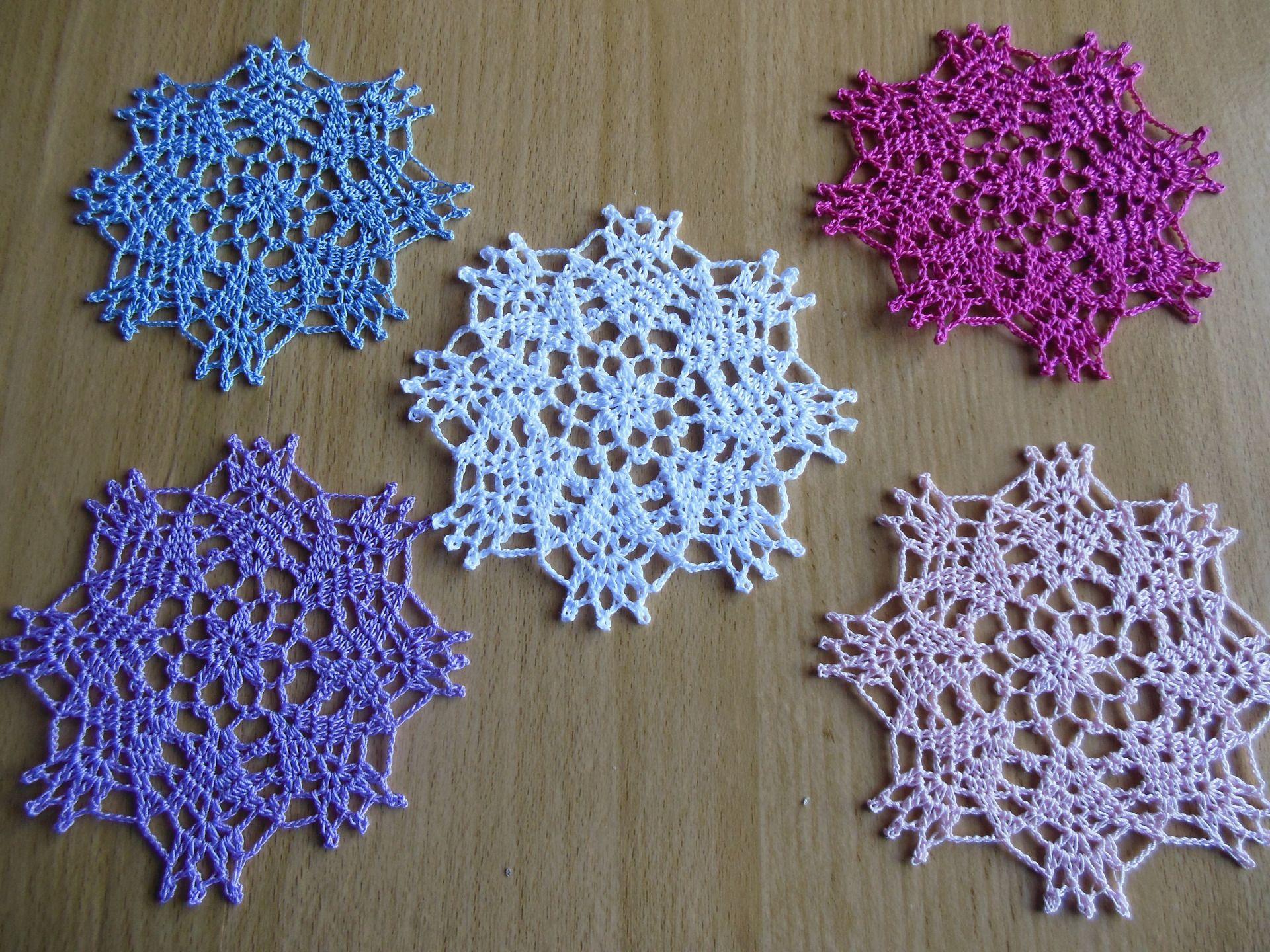 napperon crochet rond daniella en coton textiles et tapis par logique napperon crochet. Black Bedroom Furniture Sets. Home Design Ideas