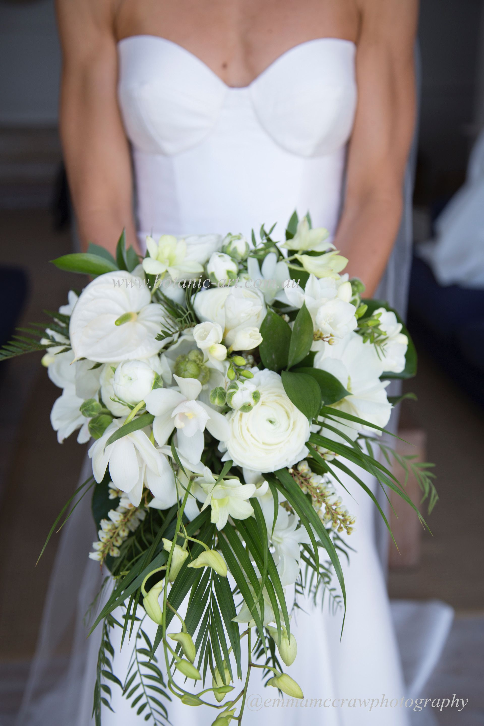 Modern tropical and lush bouquet for a seaside wedding.