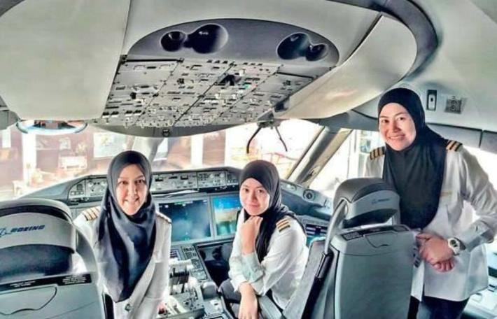 Por primera vez mujeres piloto aterrizan en Arabia Saudita