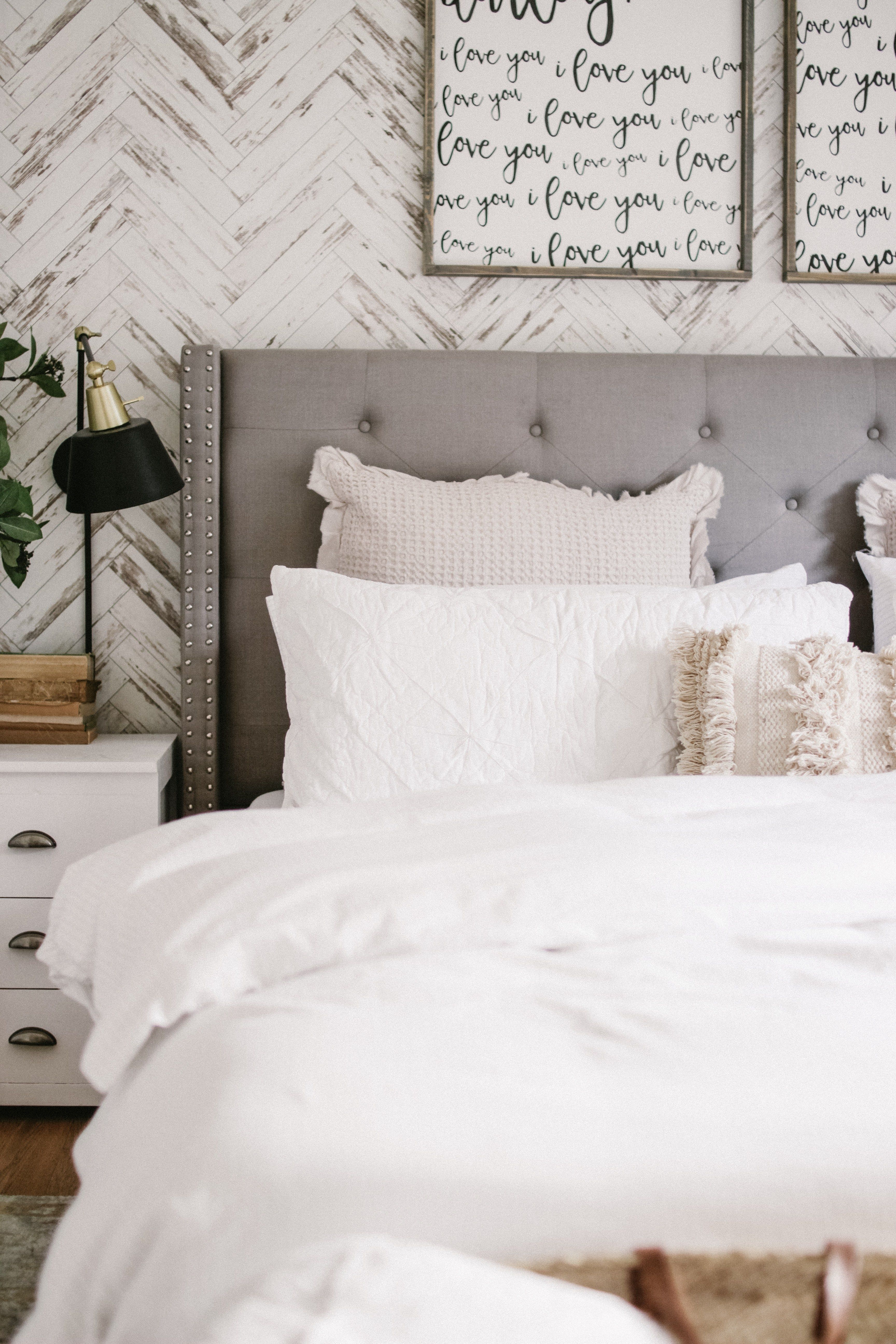 Cozy Modern Farmhouse Bedroom #modernfarmhousebedroom
