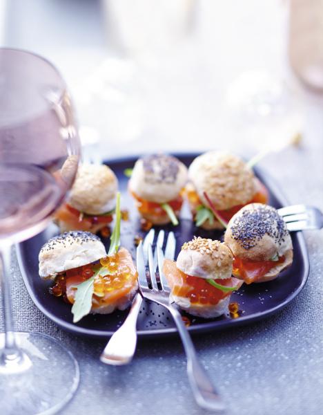 mini burgers surprise au saumon fum recette cuisine. Black Bedroom Furniture Sets. Home Design Ideas