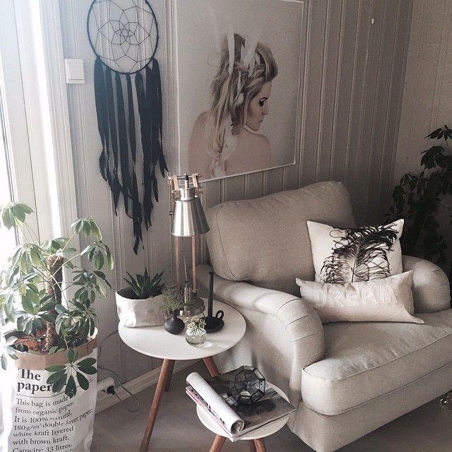 Ønsker dere en flott kveld✨✨#annenetageinterior#boligpluss#boligdrøm#boligplussminstil#design4you#finahem#homes4us#interior123#interior444#interior2all#interior4all#interiørmagasinet#interior_and_living#inspire_me_home_decor#kkliving#nordicliving#tallow#palma#passion4interior#roominteriorr#rom123egmont#scandinavianhomes#skandinaviskehjem#vakrehjemoginteriør