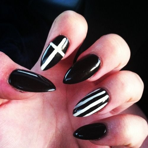 Pin By Natalie Nicole Thompson On All About Nails Pointy Nails Almond Nails Designs Black Nail Designs