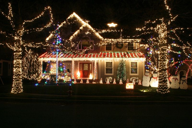 322 Pitney Ave Spring Lake Nj Over 20 000 Lights Synchronized To Holiday Songs Click Through For And Wa Holiday Lights Display Holiday Lights Holiday Songs