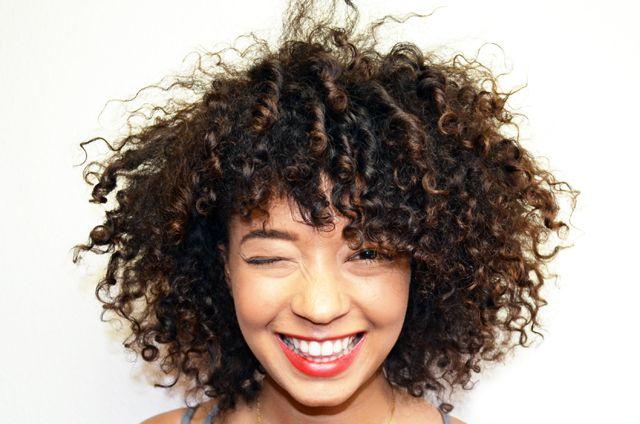 10 conseils pour cheveux frisés… que jai arrêté de suivre.