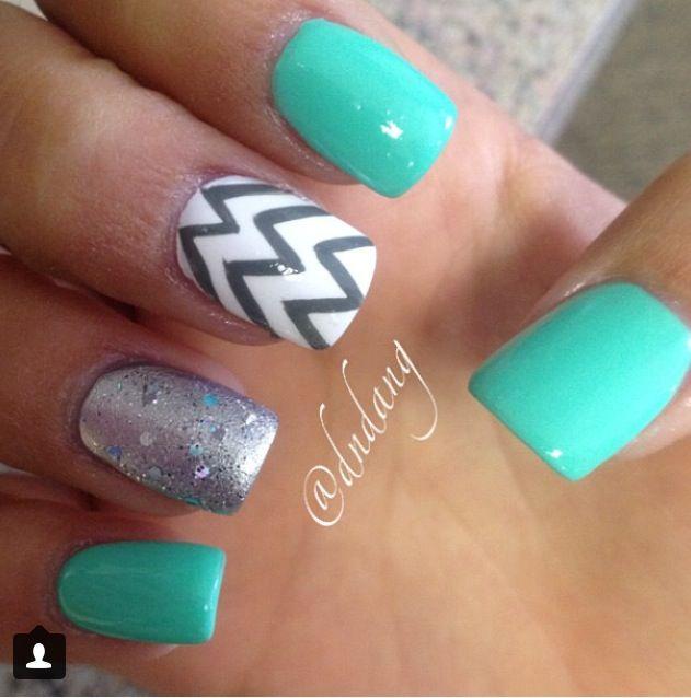 Really cute chevron nails ❤️