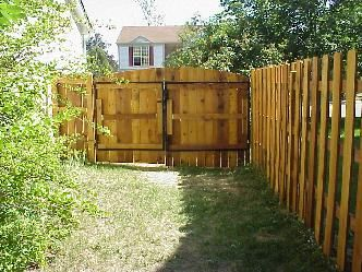 Cedar Fence With 10 Ft Wide Double Gate Pictures Backyard Fences Cedar Fence Front Yard Fence