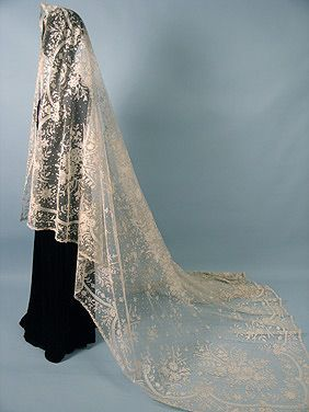Wedding Veil: 19th century, lace and tulle.