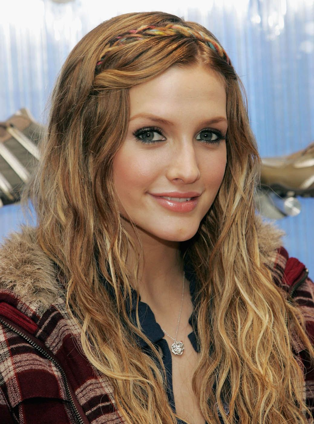 do you like ashlee simpson? check her latest hairstyles here in