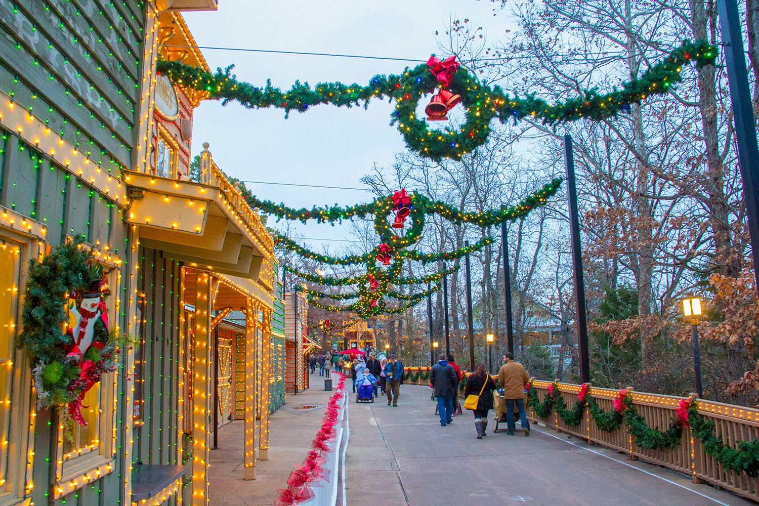 Branson Mo Attractions Christmas Day 2020 A full list of Christmas tourist attractions, part of an Ozark