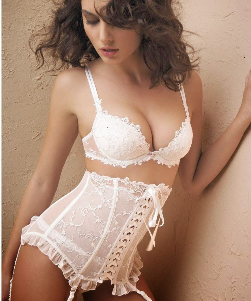 What bra to wear under a wedding dress read more http for What kind of undergarments for wedding dress