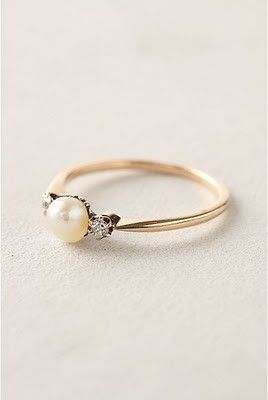 (!!) Pretty much my dream engagement ring - fresh water pearl with two diamonds on either side. I love the band as well, although I like silver much better than gold. to-marry