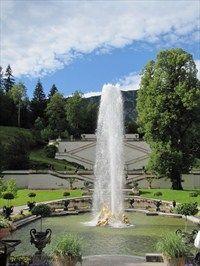 Florabrunnen Am Schloss Linderhof Flora Fountain Infront Of The Castle Linderhof Germany Fountains Royal Residence Castle