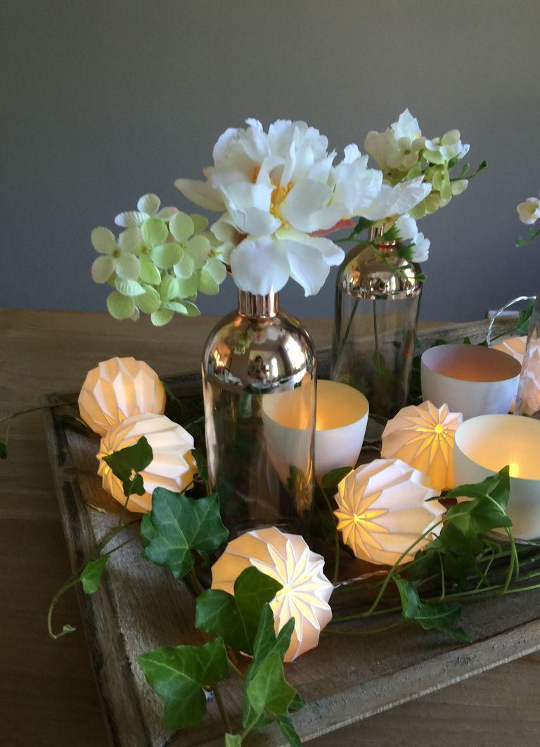 Tischdeko Auf Dem Tablett Mit Origami Vasen Und Sukkulenten