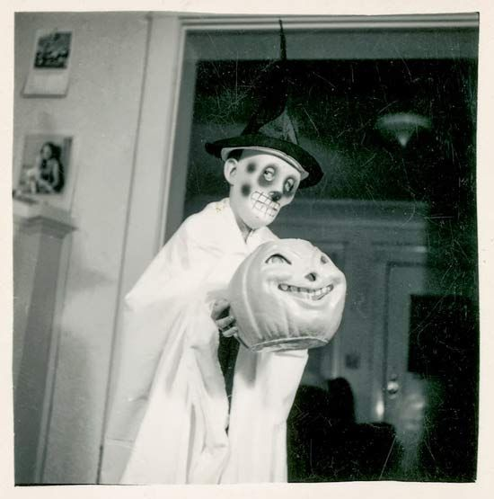 35 Creepy Cool Vintage Halloween Costumes