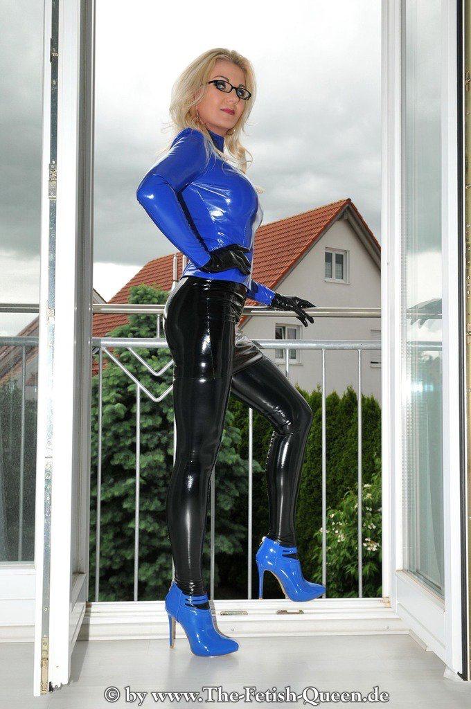 Heiße Blondine Leder Stiefel necken