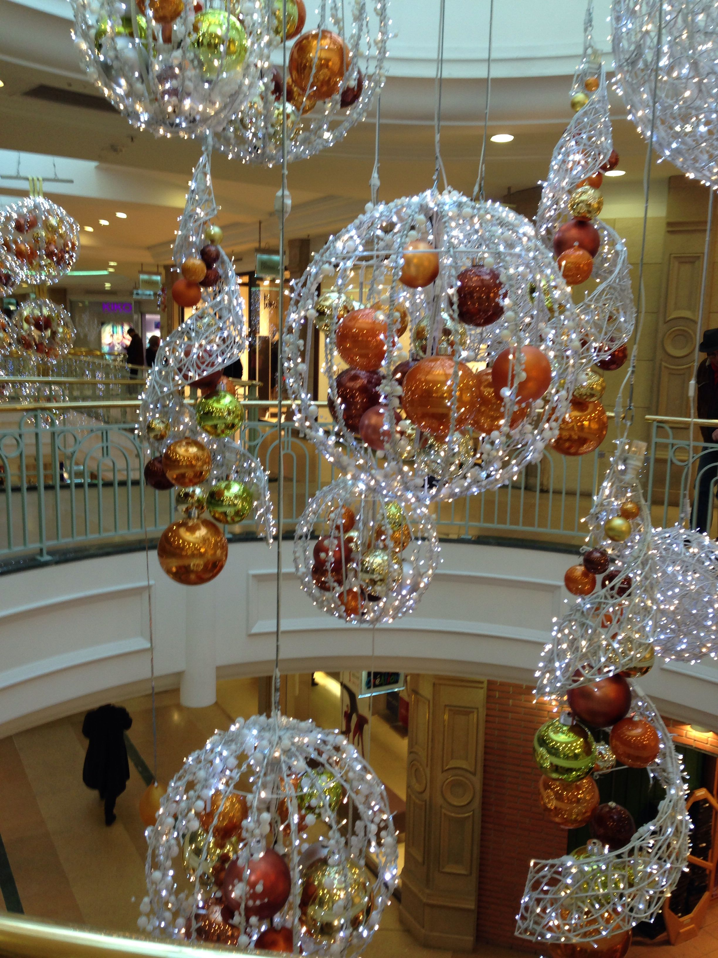 Christmas decoration Paris | French christmas, Christmas ...