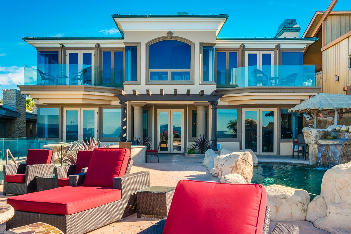 Check Out This Amazing Luxury Retreats Beach Property In California Los Angeles With 7 Bedrooms Beach Houses For Rent Luxury Homes Dream Houses Luxury Pools
