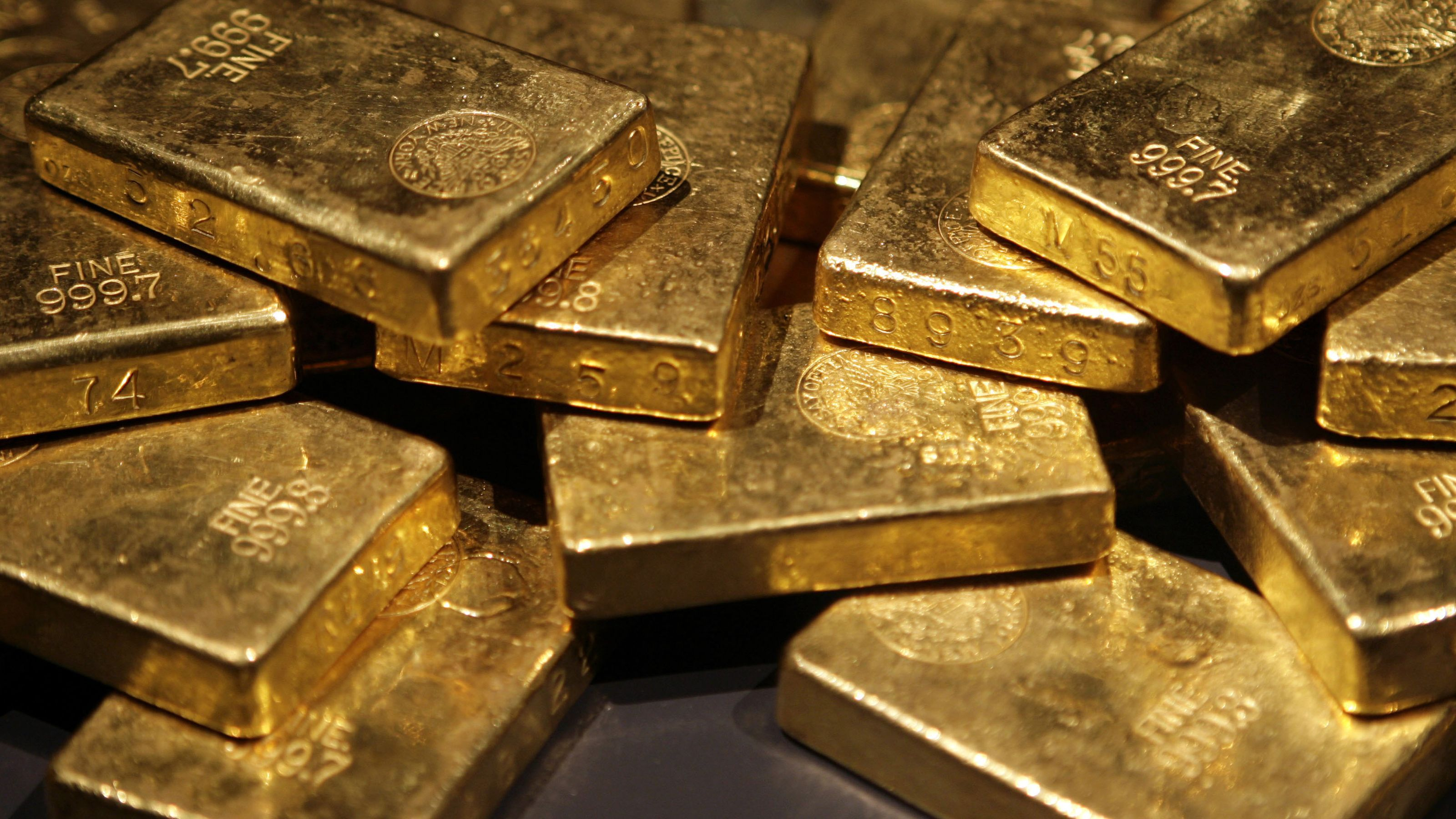 Top nations stockpiling gold