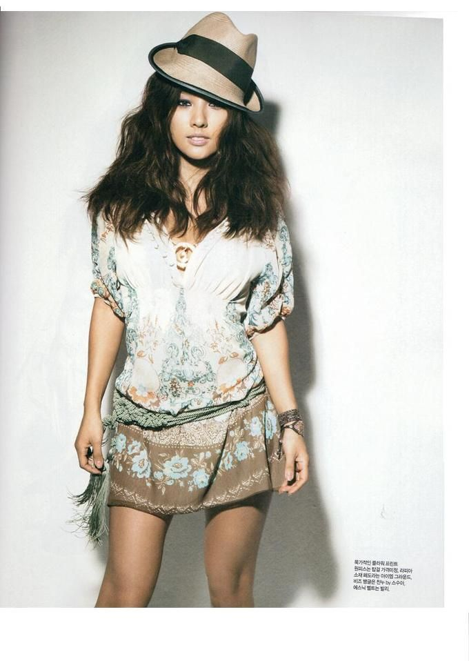 Lee Hyori's outfit for Singles Magazine Jun Issue 2009.