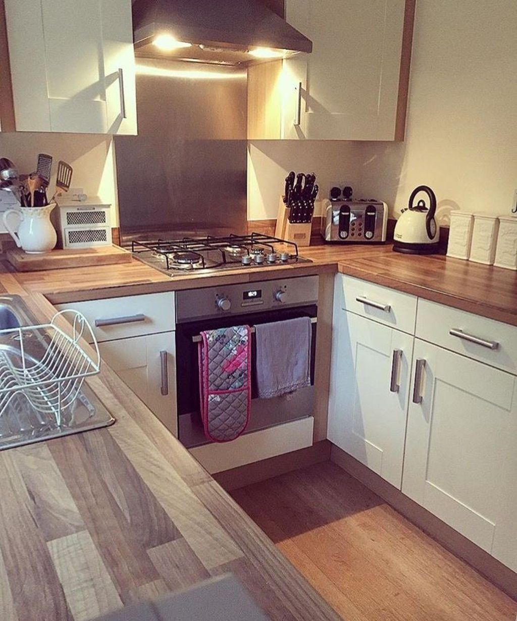18 Genius Small Cottage Kitchen Design Ideas  Deco cuisine