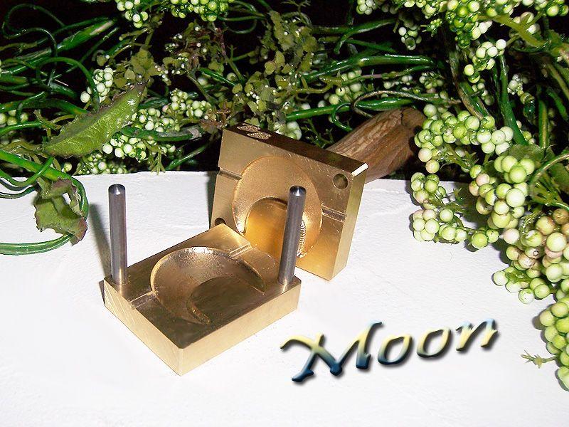 "moldin press ""Bavarian 3D MOON"""