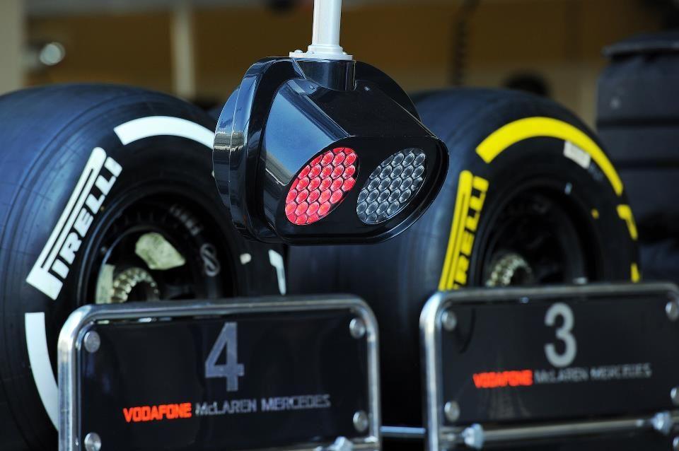 semáforo y neumáticos de McLaren para Abu Dhabi