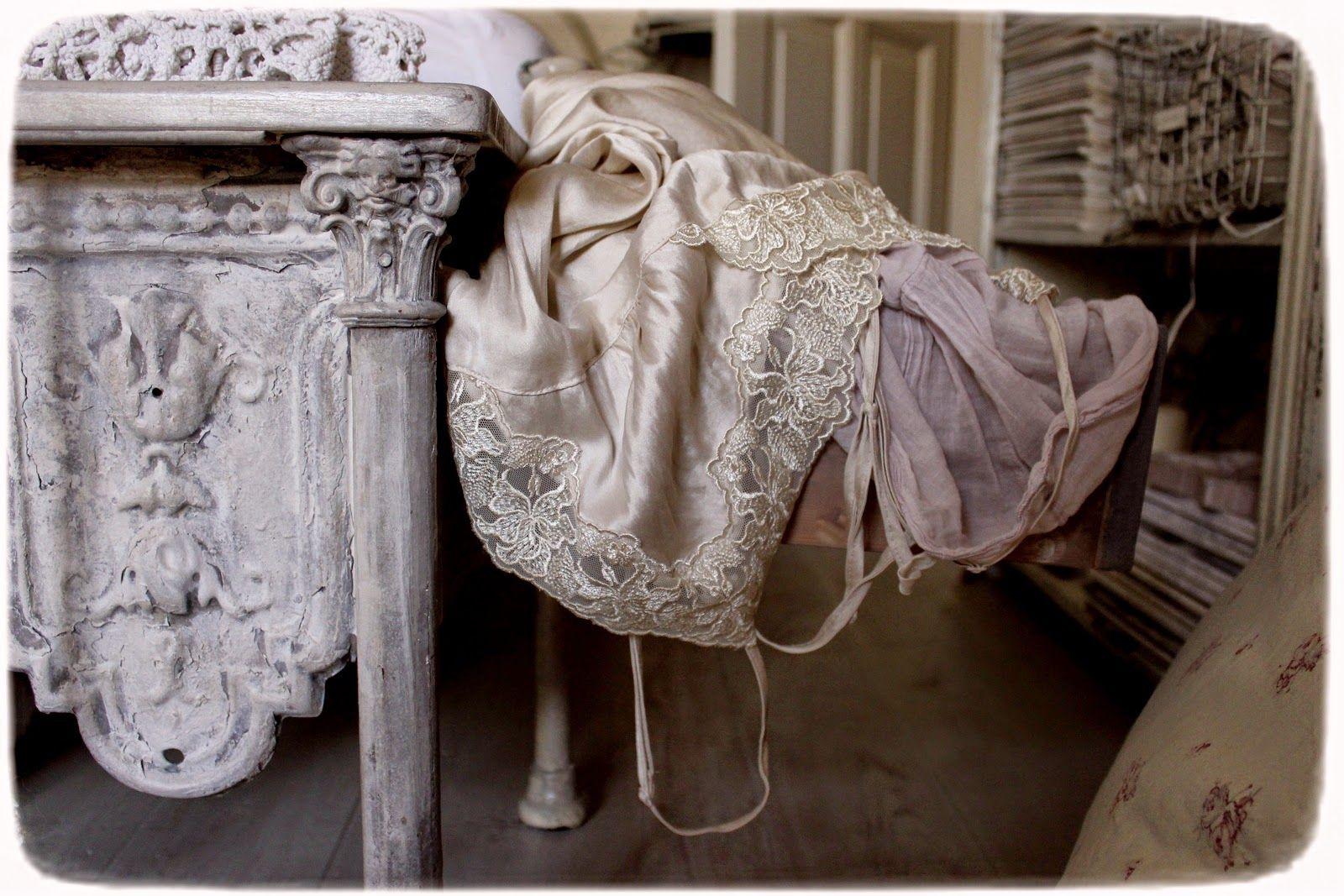 Méas Vintage: Zierbleche verwenden - Die Bettenbank und ein Kamin