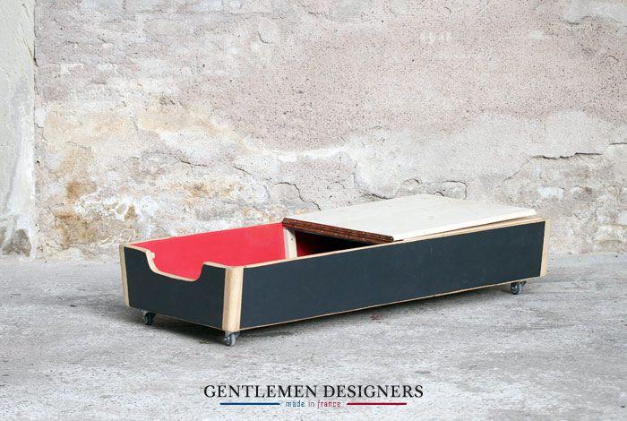 coffre de rangement int rieur rouge plinthe gymnastique d tourn sur roulettes http. Black Bedroom Furniture Sets. Home Design Ideas