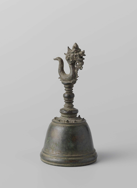 Anonymous | Priesterschel, Anonymous, 930 - 1600 | Priesterschel met naga-figuur als topstuk.