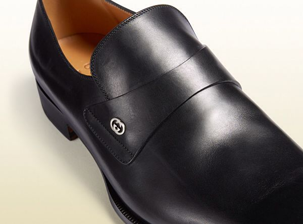 Gucci Mens Wedding Shoe A Sleek And Streamlined Design Is The Hallmark Of This Modern Loafer Black Leather Men S Wedding Shoes Leather Loafers Gucci Leather