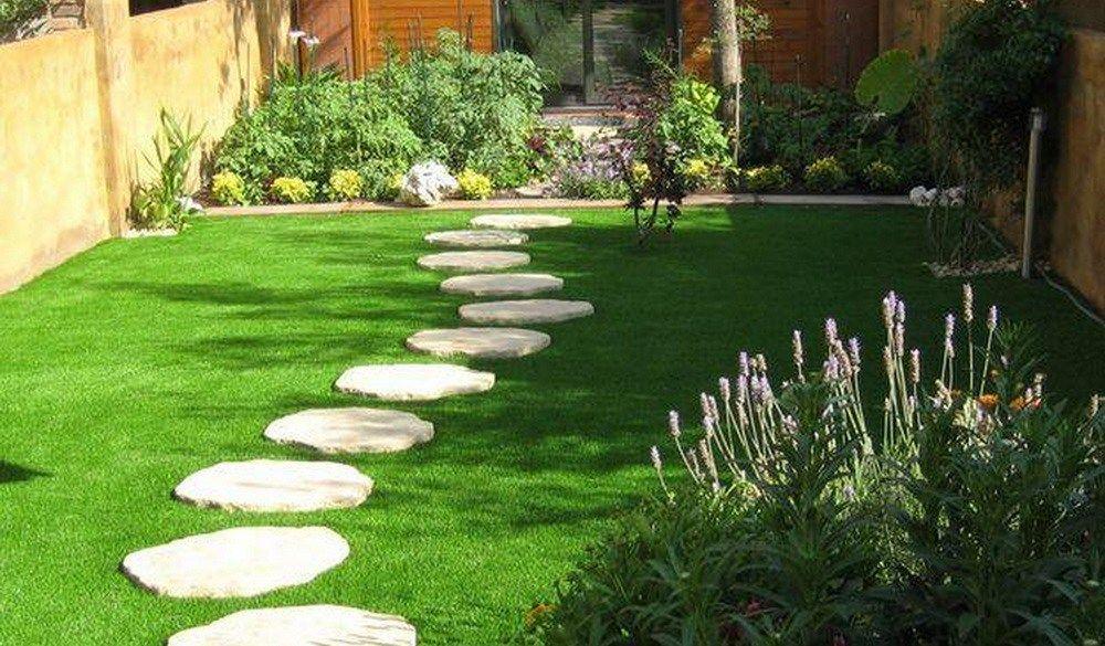 Jardin peque o con cesped artificial terraza ideas for Jardines con cesped