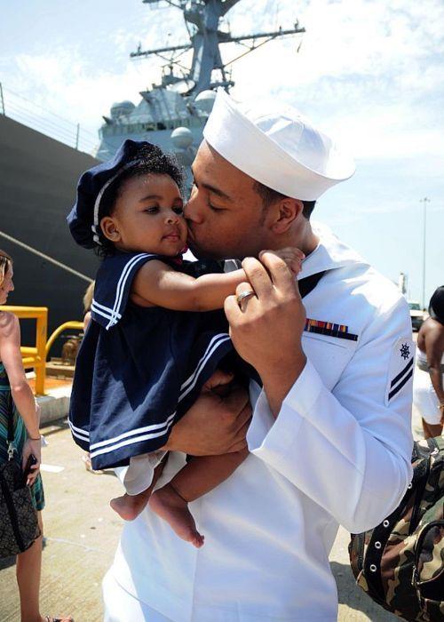 militaryheroes:    U.S. Navy photo by Mass Communication Specialist 2nd Class Patrick Gordon