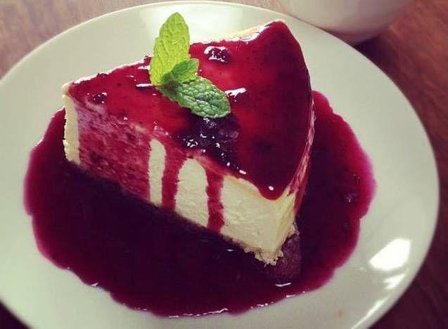 Cheesecake con culis de Fresa y Mora