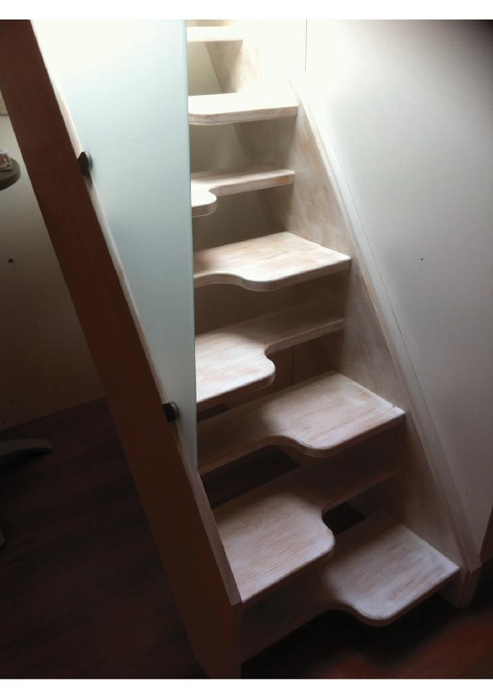 Escalier loft lapeyre the libro stairs stands like a for Escalier japonais lapeyre