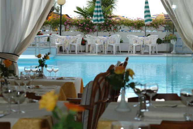 Hotel con piscina a Jesolo, l'Hotel Marina, costruzione in