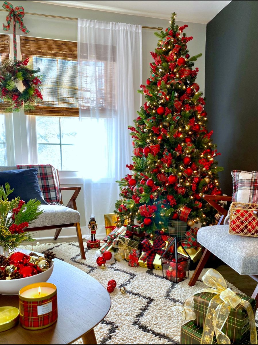 Red And Gold Christmas Tree Mid Century Room Red And Gold Christmas Tree Christmas Tree Inspiration Gold Christmas Tree