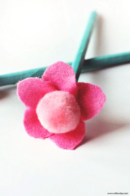pompom flower pencil toppers | willowday