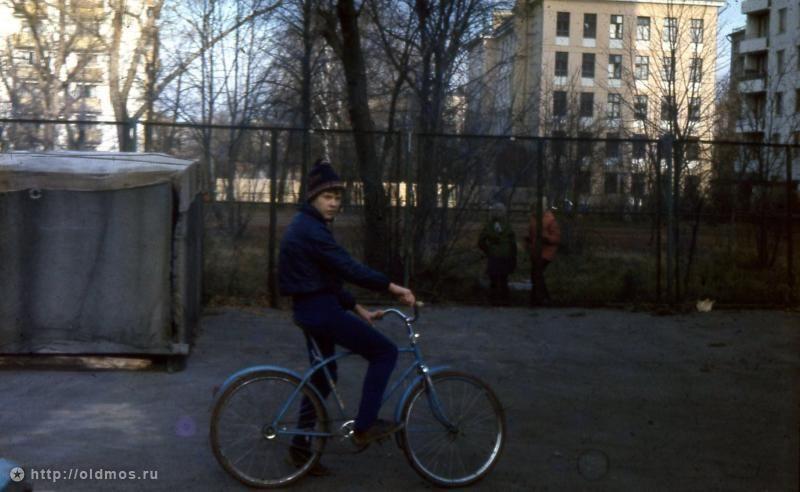 Фотография - Двор дома ул. Павла Корчагина 15 - Фотографии старой Москвы
