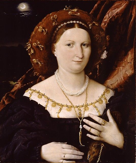 Lucina Brembati -1518- Esta señora  lleva un anillo con el escudo de armas de la familia Brembati de Bérgamo. Su identidad  es proporcionada por la solución de los rebus de la luna creciente inscrita con las letras ci-un juego de la palabra italiana luna: Lucina Brembati. Ella lleva perlas y otras joyas suntuosas, como un palillo de dientes de oro, y una marta-estola de piel, un objeto de lujo que también ayudó a atraer a las pulgas.