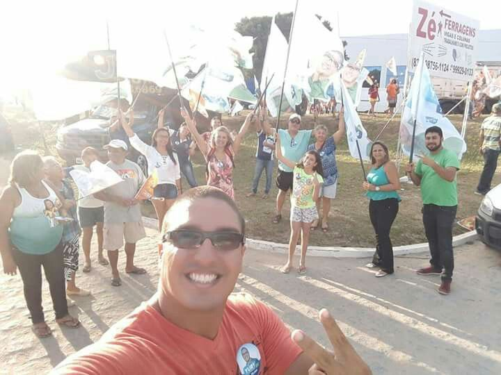 Nada melhor do que ir às ruas e sentir as necessidades do povo, conversar, ouvir suas histórias. Queremos ouvir vocês. Eu estou com a Zona Sul e quero trazer melhorias para os nossos bairros. Hoje foi uma caminhada na comunidade Laranjeiras, no José Américo. Vamos com esperança que a renovação está chegando!  #yurydominique #yury #zonasul #trabalho #joãopessoa #campanha #política #apoio #esperançaparaumnovotempo #caminhada #povonasruas #joséamérico